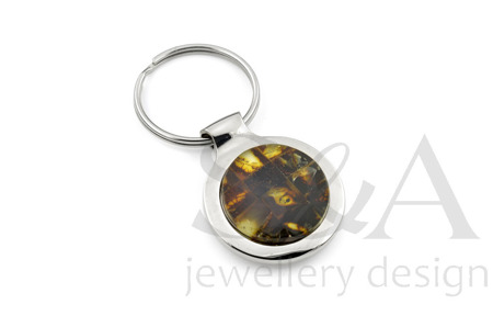 Steel keychain with amber